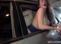 Ariella Ferrera faz uma bela mamada antes da foda na garagem