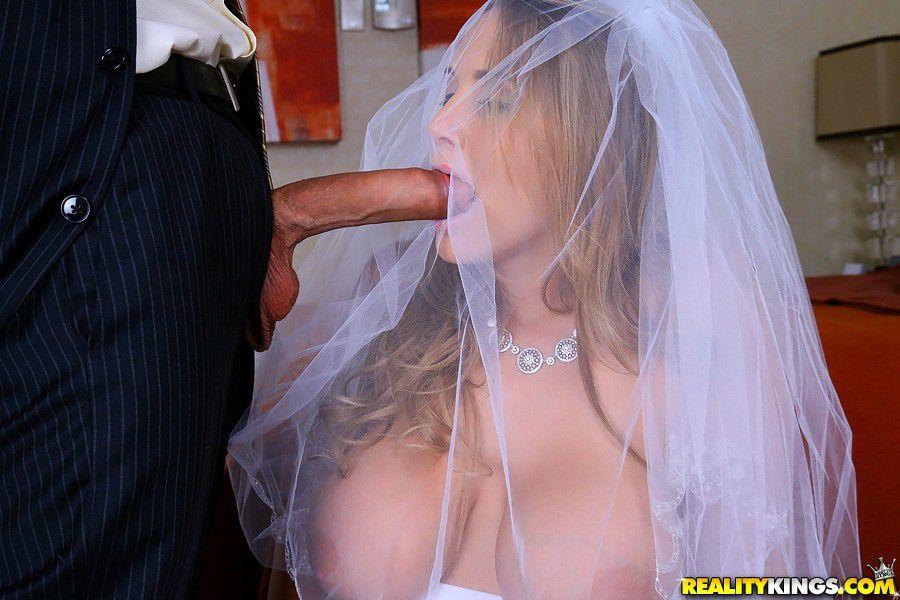 casada-traindo-marido-metendo-o-pau-na-boca-da-noiva-por-cima-do-veu