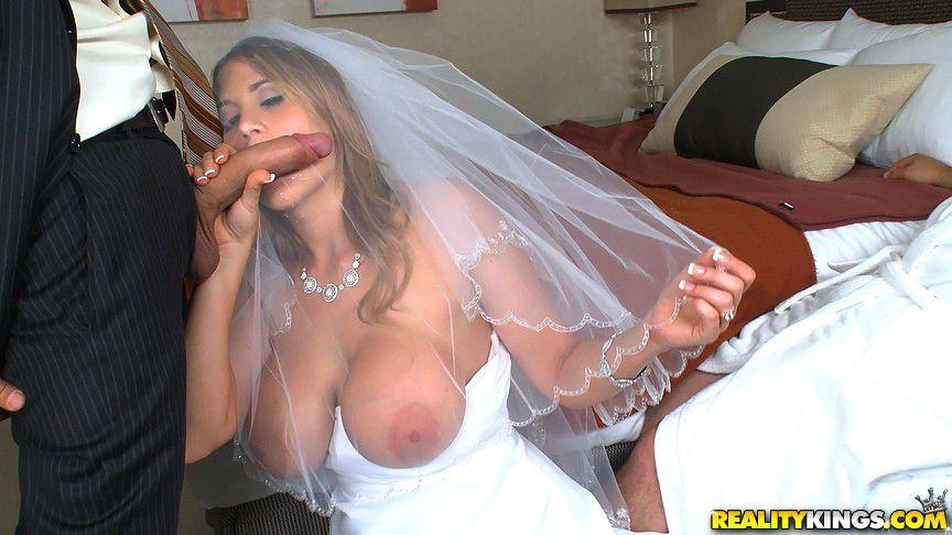 casada-traindo-marido-noiva-beijando-o-penis-do-amante