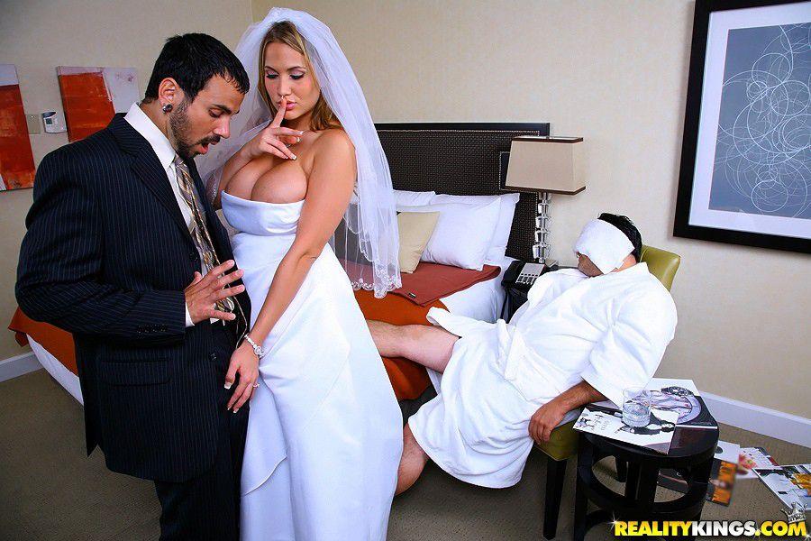 casada-traindo-marido-noiva-quer-encornar-marido-com-motorista