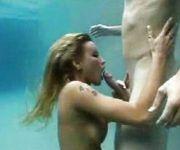 casal-criativo-fodeu-dentro-de-piscina-000