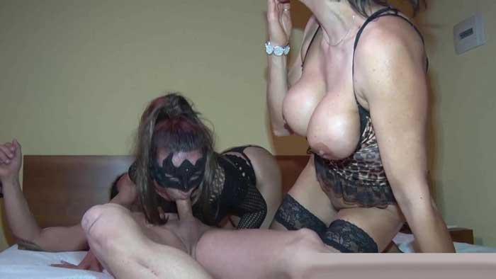 Duas esposas depravadas fodem secretamente em porno amador