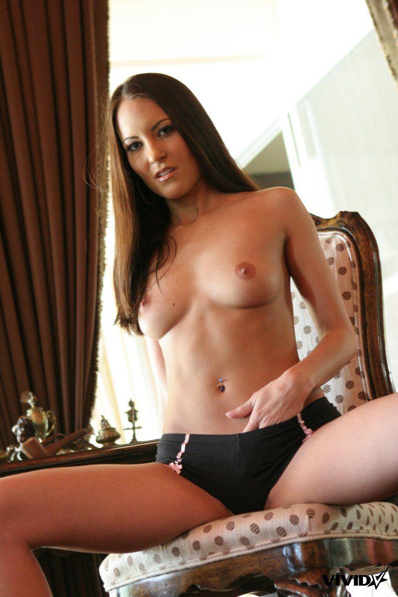 jamie-huxley-em-topless