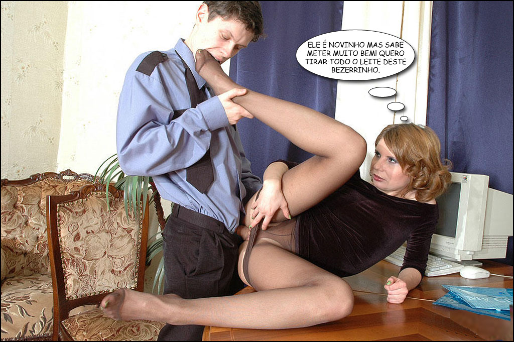 Jovem chupando o pé da casada madura ao mesmo tempo que a fode