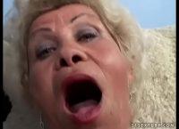 Obscenidade com velha enrugada de 63 anos