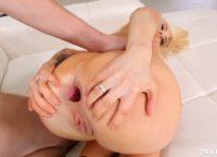 Sandra Luberc mostra o olho do cu bem aberto depois de ser enrrabada