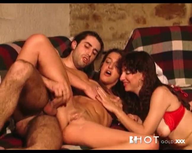 sexo-a-tres-fotos-porno-da-empregada-a-foder-com-os-patroes-06