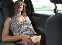 Velha Excitada Fode Na Estrada Com Motorista